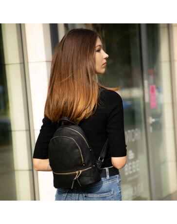 Női hátizsák fekete színben